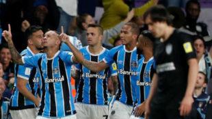 Everton, celebrando el gol de la victoria.