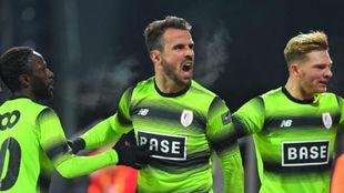 Los jugadores del Standard celebran un gol contra el Oostende.