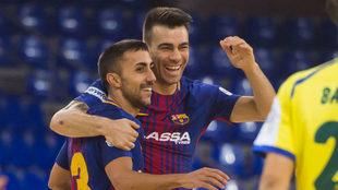 Sergio Lozano celebra su gol junto a Joselito.