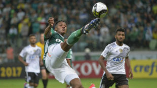 Yerry Mina, en un partido con el Palmeiras.