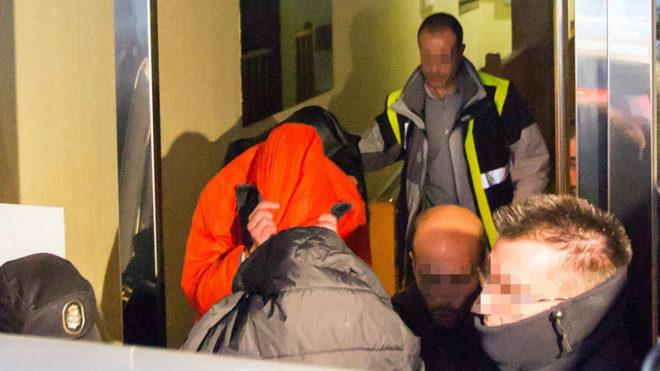 Los tres jugadores de la Arandina acusados salen de su vivienda tras...