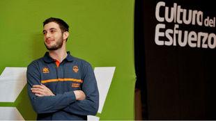 Sergi García durante el acto de su presentación como nuevo jugador...
