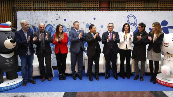 Foto de familia del acto 'Rumbo a los JJ.PP. de Pyeongchang' de...