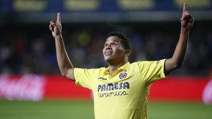 Carlos Bacca celebra un gol con el Villarreal.