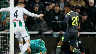 Una acción del encuentro entre el Groningen y el PSV.