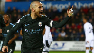 Silva celebra uno de sus goles al Swansea.