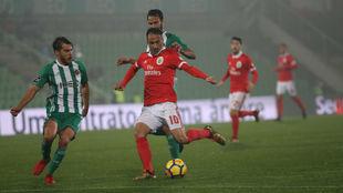 Jonas, en una acción con el Benfica.