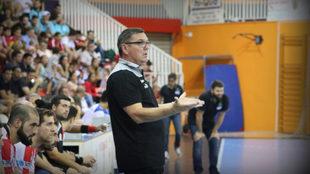 Nikola Milos, hata ahora el entrenador del Fertiberia BM Puerto...