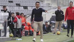 Jorge Romero da instrucciones durante el partido ante el Rayo...