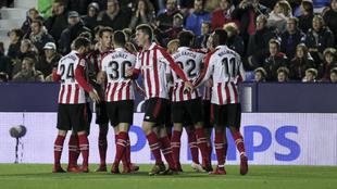Los jugadores del Athletic celebran uno de los goles conseguidos ante...