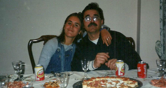 Anabel Medina junto a su padre, Manuel Medina.