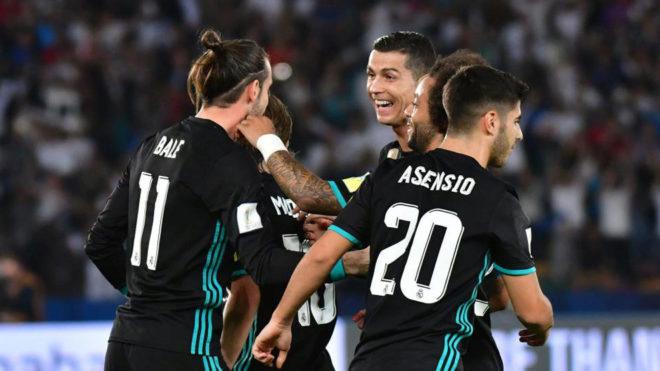 Bale y Cristiano celebran un gol a Al Jazira.