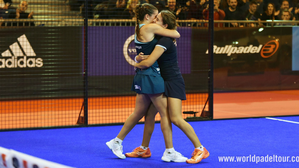 Ortega y Sánchez se abrazan tras su triunfo