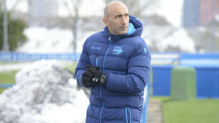 Abelardo, en un entrenamiento del Alavés.