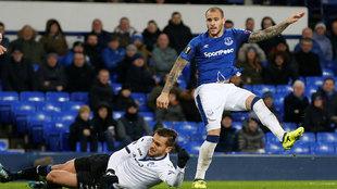 Sandro, en un partido con el Everton.