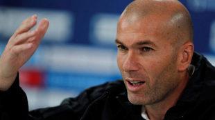 Zidane, ante los medios.