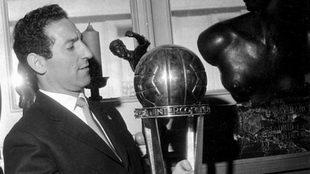 Paco Gento, con la Intercontinental de 1960