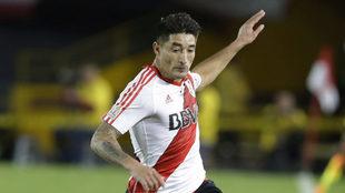 Casco jugando con River Plate.