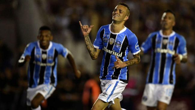 Luan Viera, celebra un gol con el Gremio.