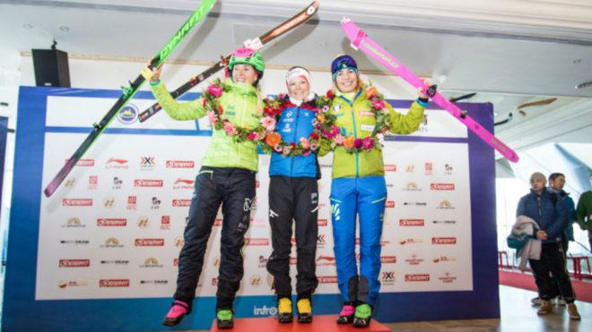 Claudia Galicia, Axelle Mollaret  y Alba de Silvestro, en el podio.