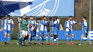 Los jugadores del Deportivo Fabril celebran uno de los goles ante el...