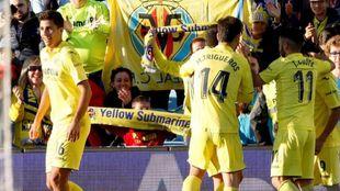 Los jugadores del Villarreal celebran el gol de Fornals
