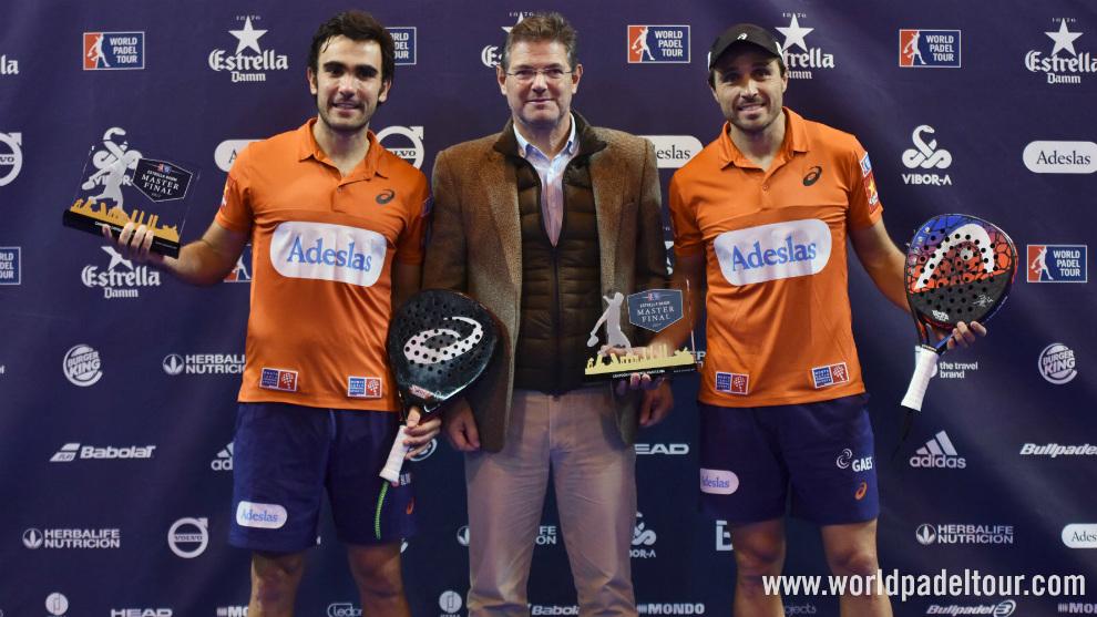Bela y Lima, con el trofeo y junto al Ministro de justicia, Rafael...