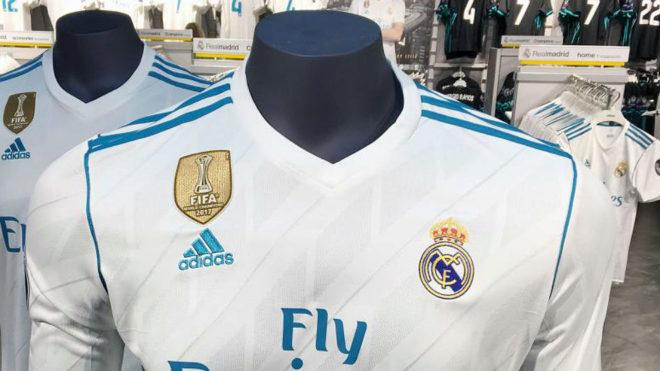 Camiseta del Real Madrid con la escarapela de campeón del mundo 2017