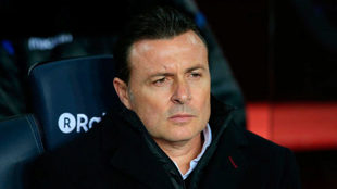Cristóbal Parralo en el banquillo del Camp Nou.
