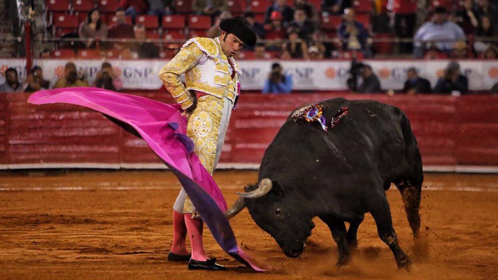 Fermín Rivera, con el quinto toro de la tarde