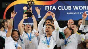 El Real Madrid celebra el Mundial de Clubes que ganó en Abu Dabi