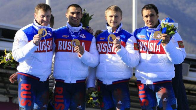Alexei Voevoda es el primero por la derecha.