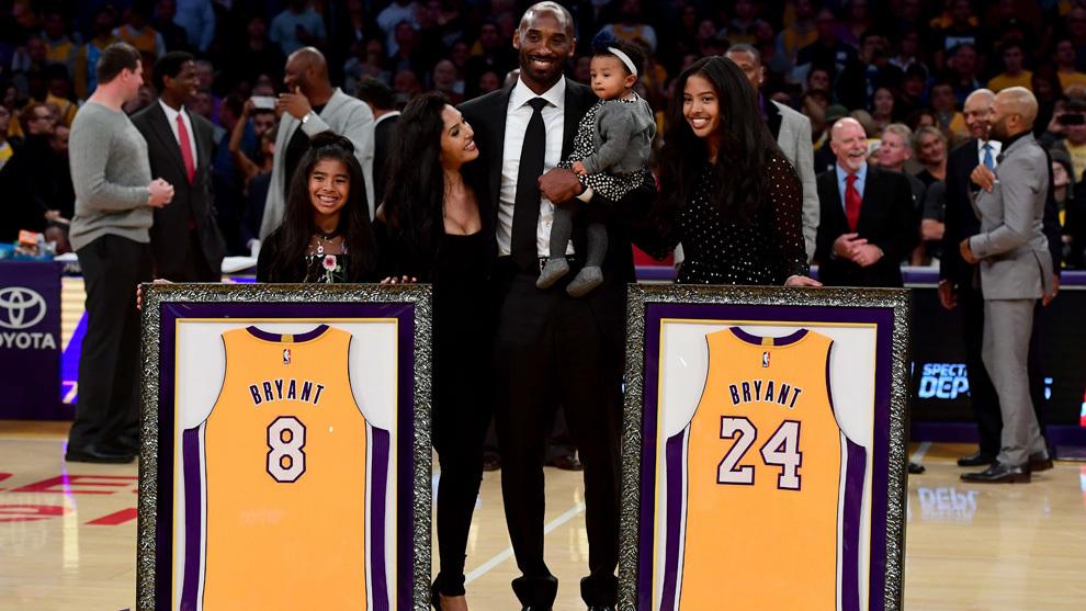 Los Ángeles Lakers retiró los dorsales de Kobe Bryant