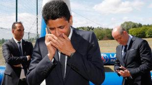 Nasser Al-Khelaifi, hablando por teléfono.