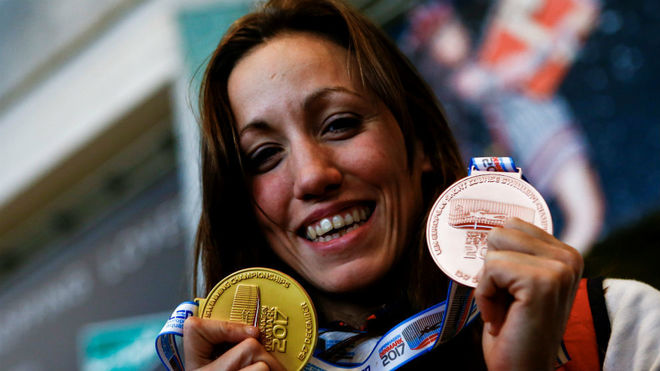 Jessica Vall, con las dos medalla conseguidas en los Europoes en...