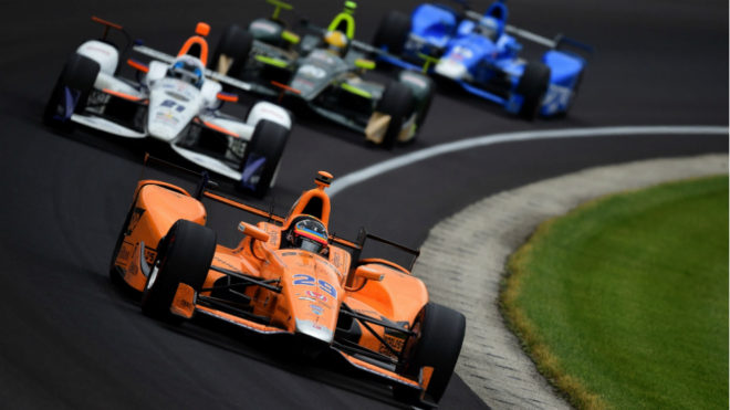 Alonso, liderando la Indy 500.