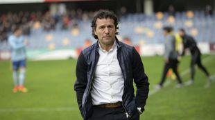 Luisito (51), durante un encuentro como técnico del Pontevedra.