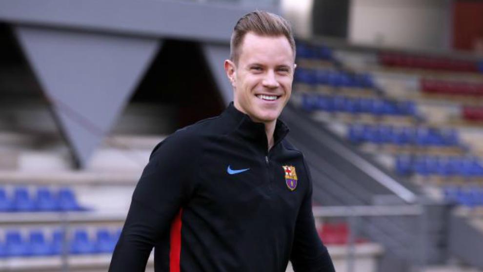 Ter Stegen sonríe antes de un entrenamiento con el Barça.