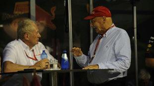 Helmut Marko (i) y Niki Lauda (d), en el último GP de Singapur