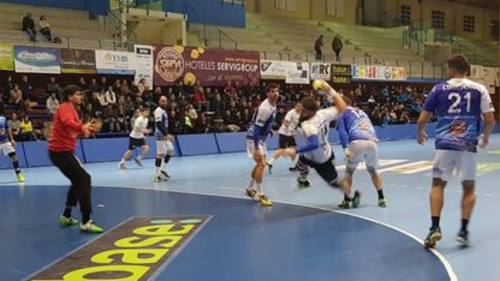 Un momento del partido de ida disputado en Benidorm