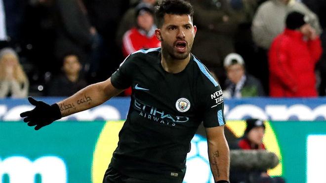 Agüero, celebrando un gol con el City.