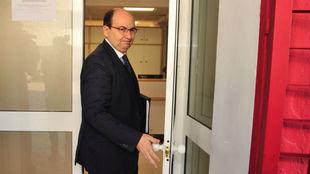 El presidente Castro, a su entrada al club.