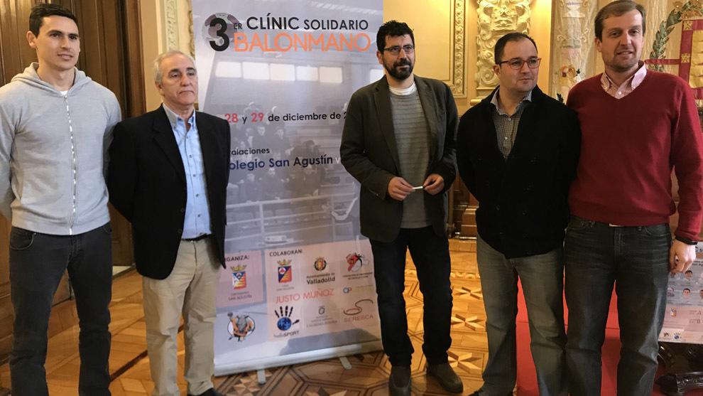 Presentación del III Clínic Solidario de Balonmano en Valladolid /...