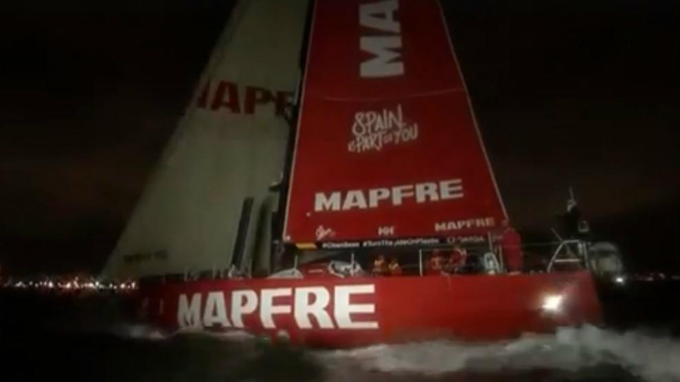El MAPFRE enfilando la entrada al puerto de Melbourne