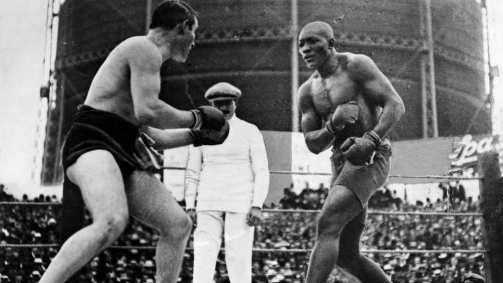 Momento del combate entre Jack Johnson y Tommy Burns