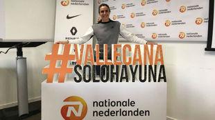 Nuria Fernández posa con el 'hashtag' de la San Silvestre...