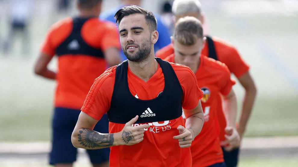 Robert Ibáñez, en un entrenamiento con el Valencia.