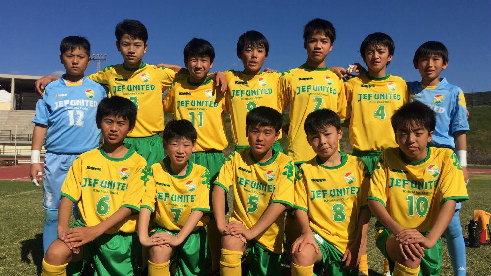 Los niños del JEF United posan para MARCA.