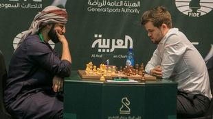 Magnus Carlsen, durante una de sus partidas del miércoles.