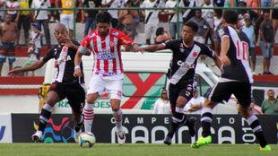 Abreu, jugando frente a Vasco da Gama, con el Bangu de Brasil.